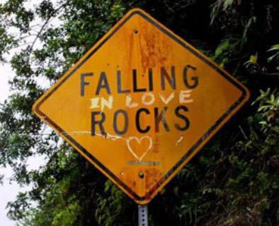 falling-in-love-rocks-funny-sign